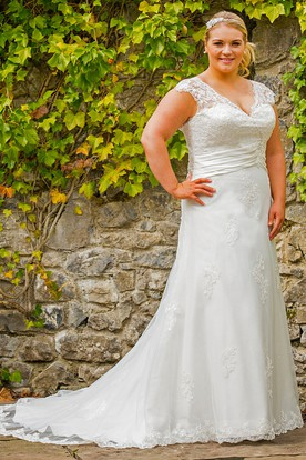 Chic Queena Wedding Dress