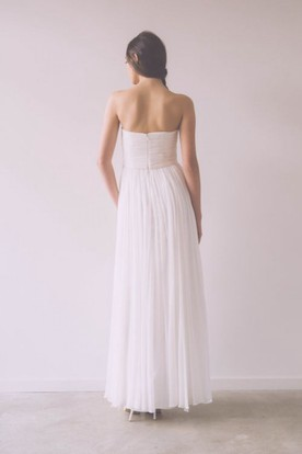 A-Line Sleeveless Sweetheart Floor-Length Ruched Tulle Wedding Dress With Pleats