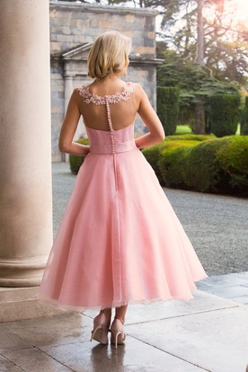 Tea-Length Appliqued Bateau Neck Sleeveless Tulle Bridesmaid Dress