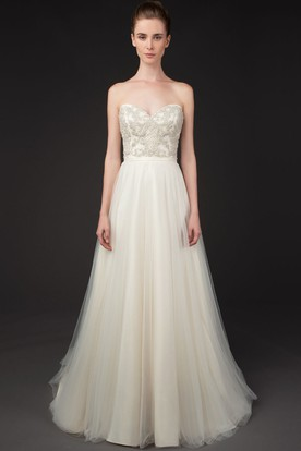 A-Line Sweetheart Sleeveless Appliqued Tulle Wedding Dress