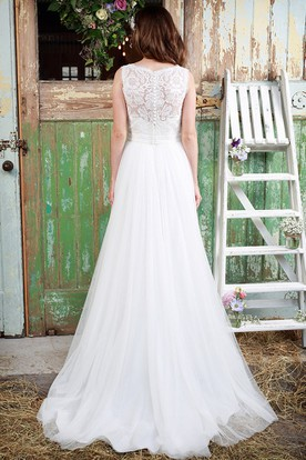 Pleated Sleeveless Scoop-Neck Tulle Wedding Dress With Illusion