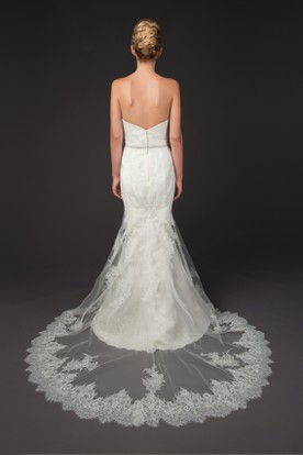 Mermaid Sleeveless Strapless Appliqued Floor-Length Lace Wedding Dress With Backless Style And Waist Jewellery