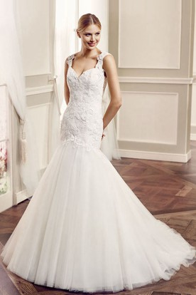 Mermaid Queen-Anne Floor-Length Appliqued Sleeveless Lace Wedding Dress With Keyhole Back And Court Train
