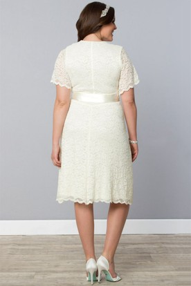 Lace Knee-Length Short-Sleeve Dress With Ribbon