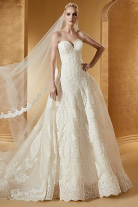 Simple Sweetheart Lace Ball Gown With Fine Appliques And Court Train
