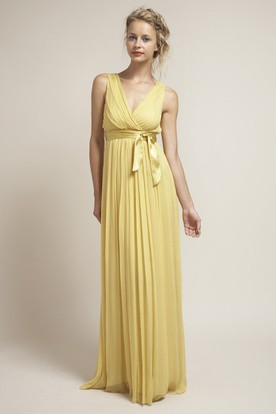 Bowed Sleeveless V-Neck Chiffon Bridesmaid Dress With Ruching