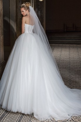 Ball Gown Appliqued Sleeveless Sweetheart Tulle Wedding Dress