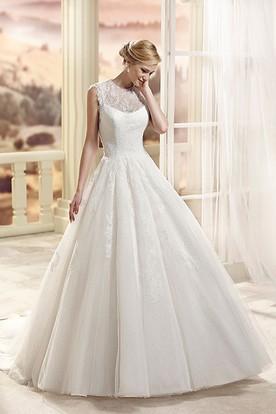 A-Line Appliqued Sleeveless Floor-Length Scoop-Neck Tulle Wedding Dress