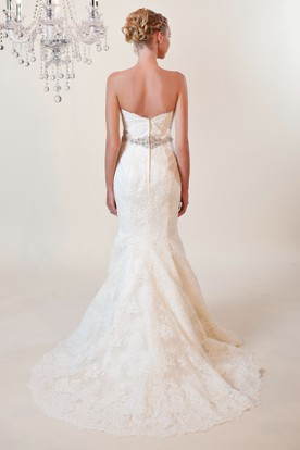 Mermaid Sweetheart Appliqued Lace Wedding Dress With Waist Jewellery