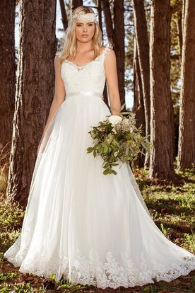 A-Line Sleeveless Long V-Neck Lace Wedding Dress With Appliques And Pleats