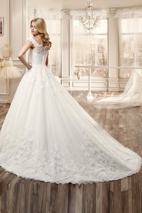 Scallop-Neck Long Wedding Dress With Court Train And Appliques