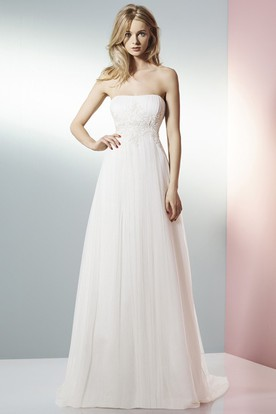 A-Line Strapless Appliqued Tulle Wedding Dress With Brush Train