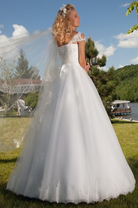A-Line Appliqued Cap Sleeve Square Neck Tulle Wedding Dress With Lace-Up
