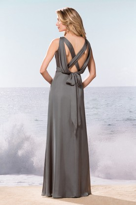 Sleeveless Bateau-Neck Long Bridesmaid Dress With Bow Tie