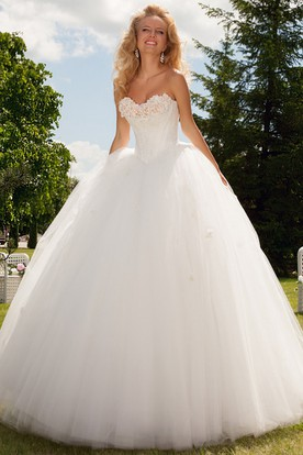 Long Sweetheart Floral Tulle Wedding Dress With Appliques