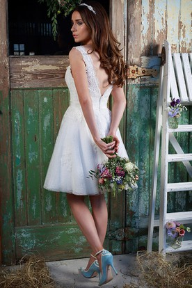 A-Line Jeweled Short Sleeveless Square-Neck Lace Wedding Dress With Appliques And V Back