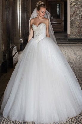 Ball Gown Sweetheart Sleeveless Beaded Tulle Wedding Dress With Lace-Up