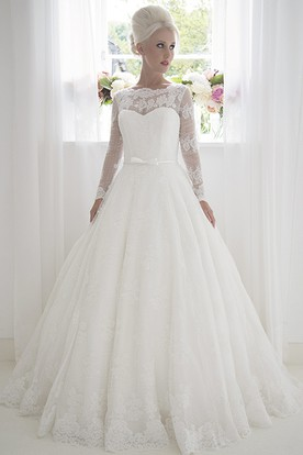 A-Line Bateau-Neck Long Long-Sleeve Lace Wedding Dress With Appliques And Illusion
