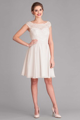 Knee-Length Scoop Cap-Sleeve Lace Wedding Dress