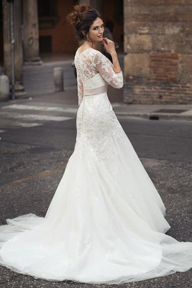 Maxi 3-4-Sleeve Appliqued Scoop-Neck Lace&Tulle Wedding Dress With Flower