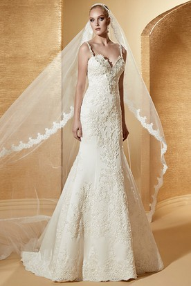 Sweetheart Sheath Beaded Lace Bridal Gown With Fine Appliques And Spaghetti Straps