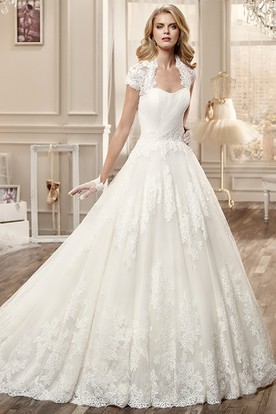 Lace-Applique Long Wedding Dress With T-Shirt Sleeve And Brush Train