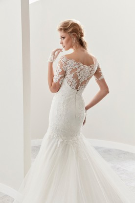 Scalloped-Neck Mermaid Lace Gown With T-Shirt Sleeves And Ruffles Skirts