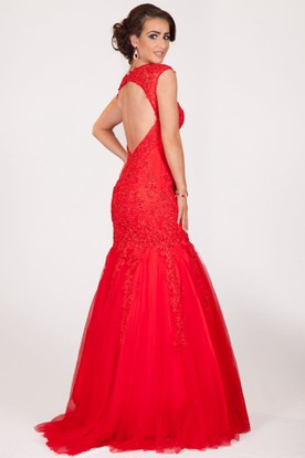 Trumpet Appliqued Sleeveless Scoop-Neck Floor-Length Tulle Prom Dress
