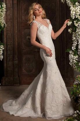Mermaid Sleeveless V-Neck Appliqued Lace Wedding Dress With Brush Train