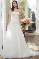 A-Line Strapless Sleeveless Appliqued Floor-Length Lace&Tulle Wedding Dress With Waist Jewellery And Corset Back