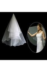 2018 Style Crescent Edged Fingertip Wedding Veil with Beading