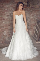 Sweetheart Floor-Length Appliqued Satin&Tulle Wedding Dress