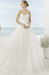 Ball Gown Strapless Floor-Length Tulle Wedding Dress With Beading And Court Train