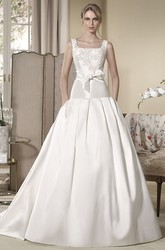 Ball Gown Long Sleeveless Square-Neck Appliqued Satin Wedding Dress With Bow