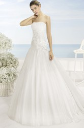 A-Line Strapless Floor-Length Sleeveless Floral Tulle Wedding Dress With Appliques And Pleats