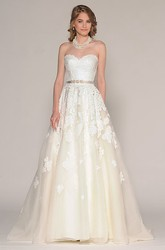 A-Line Sweetheart Sleeveless Floor-Length Appliqued Lace Wedding Dress