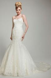 Mermaid Floor-Length Appliqued Sweetheart Sleeveless Lace Wedding Dress With Chapel Train And Backless Style
