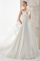 Sweetheart Pleating Satin Wedding Dress With Side Appliques And Brush Train
