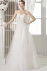 A-Line Sleeveless Floor-Length Appliqued Strapless Tulle&Satin Wedding Dress With Chapel Train