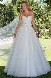Maxi Ball Gown Appliqued Sweetheart Sleeveless Tulle Wedding Dress