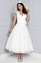 A-Line Sleeveless V-Neck Appliqued Tea-Length Lace Wedding Dress With Flower