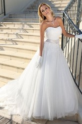 A-Line Strapless Long Tulle Wedding Dress With Appliques And Appliques