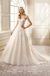 A-Line Sleeveless Sweetheart Floor-Length Appliqued Lace Wedding Dress