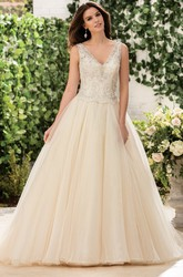 V-Neck Sleeveless A-Line Wedding Dress With Beadings And Appliques