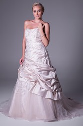 A-Line Sleeveless Pick-Up Floor-Length Strapless Satin&Tulle Wedding Dress With Appliques