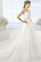 A-Line Floor-Length Sleeveless Appliqued V-Neck Tulle Wedding Dress With Waist Jewellery And Pleats