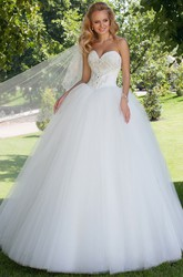 Floor-Length Sweetheart Beaded Tulle Wedding Dress With Court Train And Lace Up