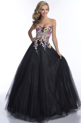 Sweetheart Sleeveless Tulle Prom Dress With Lace Appliques And Beaded Waistline