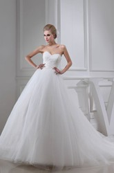 Sweetheart Sleeveless A-Line Ball Gown Tulle Wedding Dress with Lace Appliques