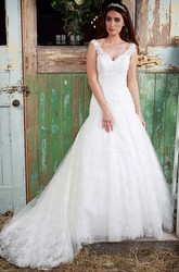 Floor-Length Sleeveless V-Neck Appliqued Lace Wedding Dress